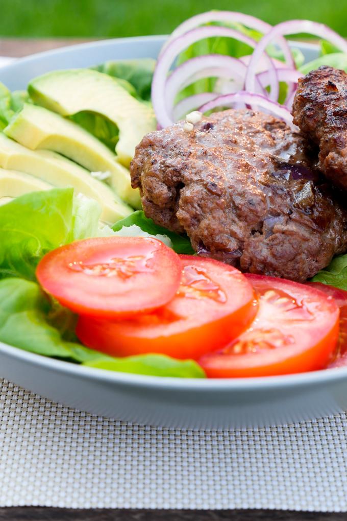 Schnelles Low Carb Rezept - Der Burger aus der Schüssel