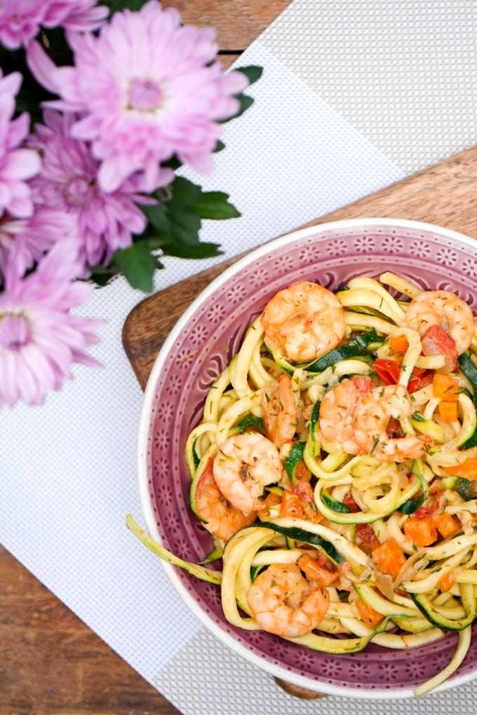 Rezept für Zucchininudeln mit Garnelen in Sahnesoße