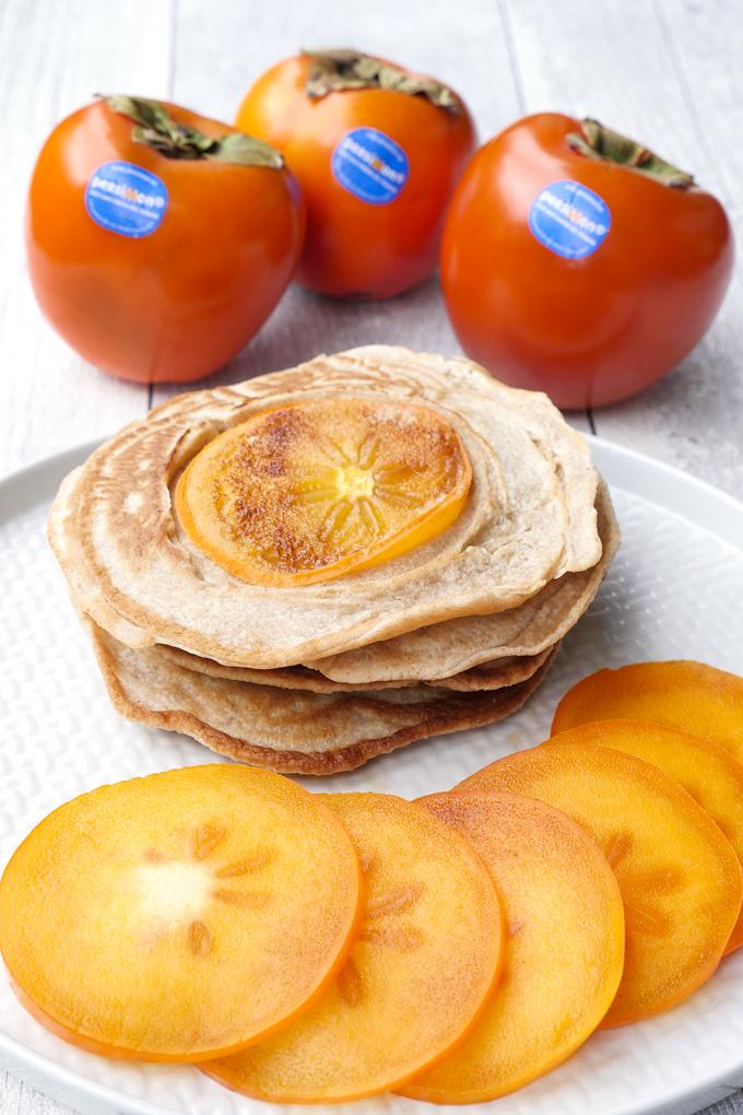 Zuckerfreie Pancakes mit Dinkelmehl, Mandelmilch und Ahornsirup