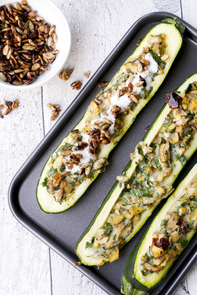 Weight Watchers Rezept - Gefüllte Zucchini mit Champignons und Knoblauchjoghurt