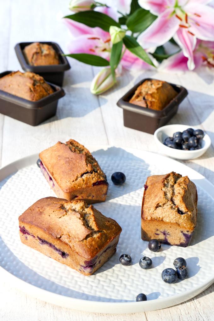 Zuckerfreier Kuchen mit Heidelbeeren und Chiasamen