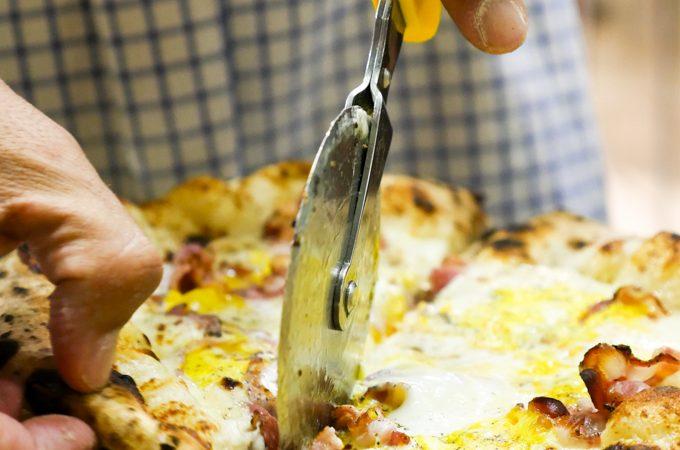 Franco Pepes Frühstückspizza mit Parmigiano Reggiano DOP