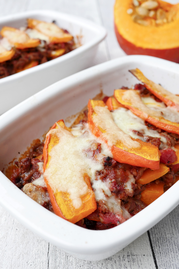 Schneller Low Carb Kürbisauflauf mit Hackfleisch und Mozzarella