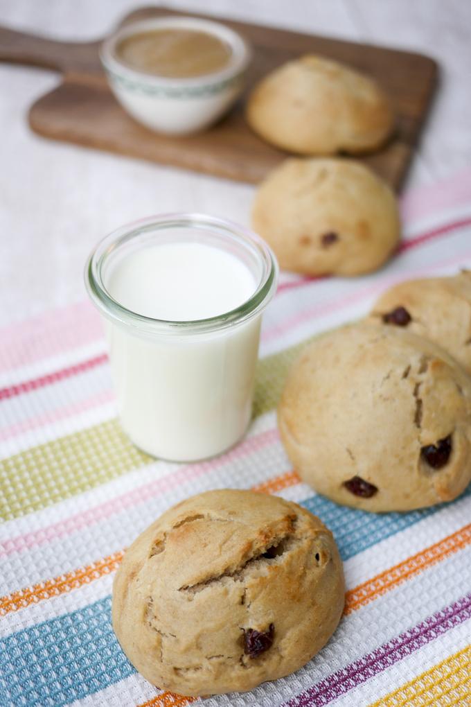 Die leckersten Milchbrötchen aller Zeiten - schnell gemacht, ohne Zucker und richtig gut!