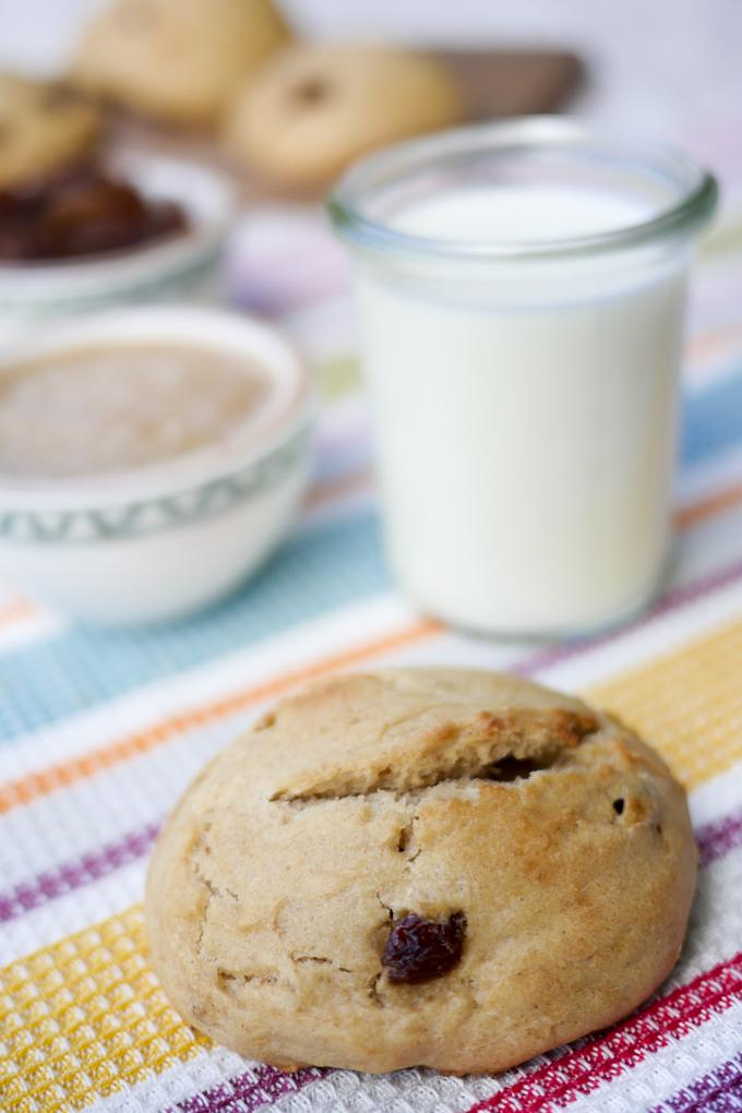 Rosinenbrötchen mit Dinkelmehl, Apfelmark und Milch - die perfekten Brötchen für Kinder