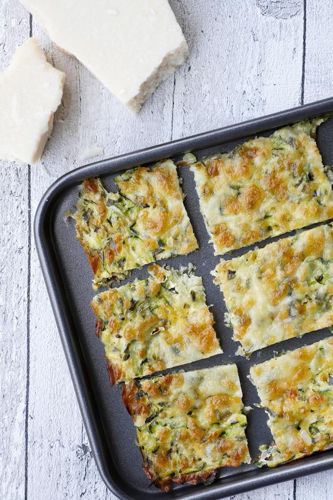 Einfache Leckere Low Carb Pizzasticks mit Zucchini, Mozzarella und Parmesan
