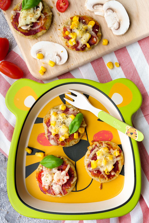Gesunde Pizza für Babys und Kinder backen - Kinderpizza mit Mais, Tomaten und Champignons