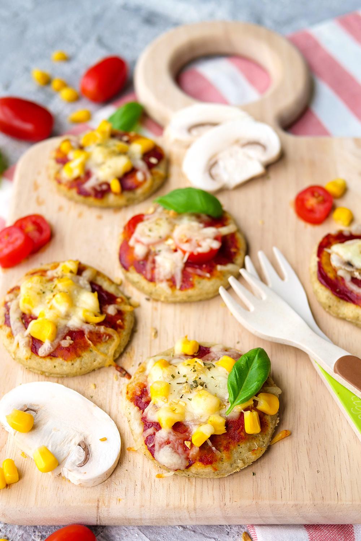 Schnelle Babypizza für die ersten Essversuche (BLW) mit Magerquark, Dinkelmehl und Olivenöl