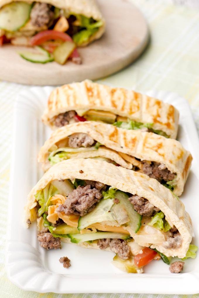 Einfache Low Carb Big Mac Rolle - ein gesundes Fastfood-Rezept