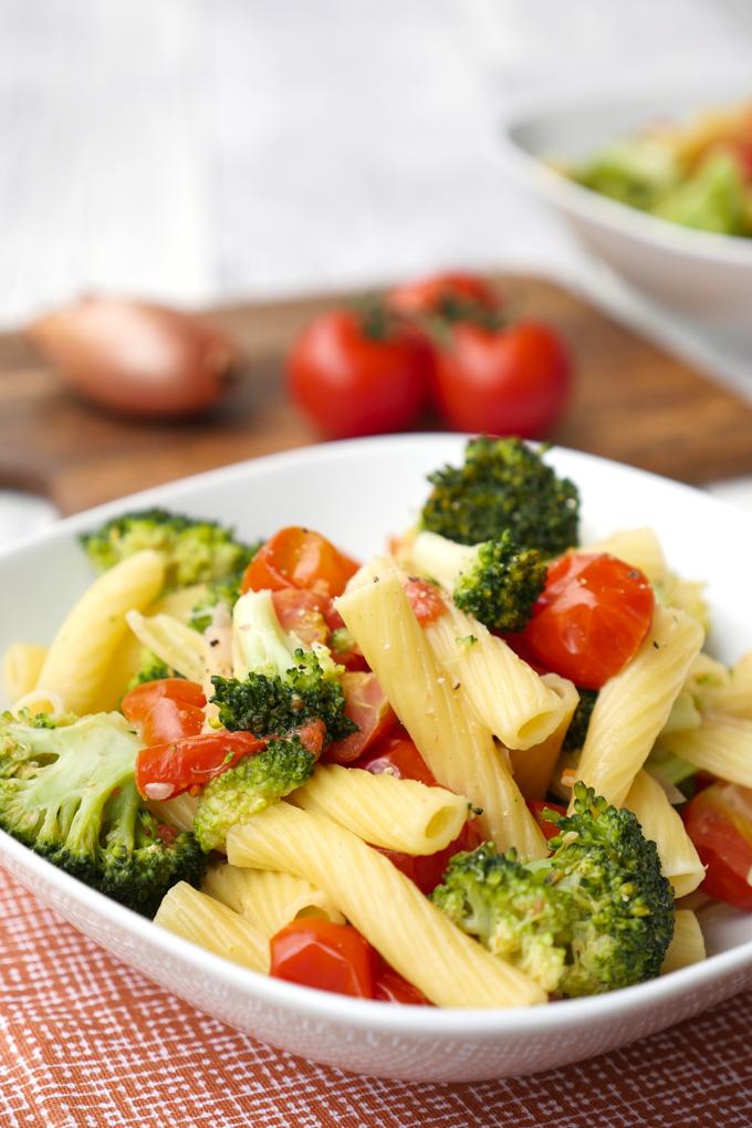 schnelle one pot nudeln mit brokkoli und tomaten perfekt f r kinder. Black Bedroom Furniture Sets. Home Design Ideas