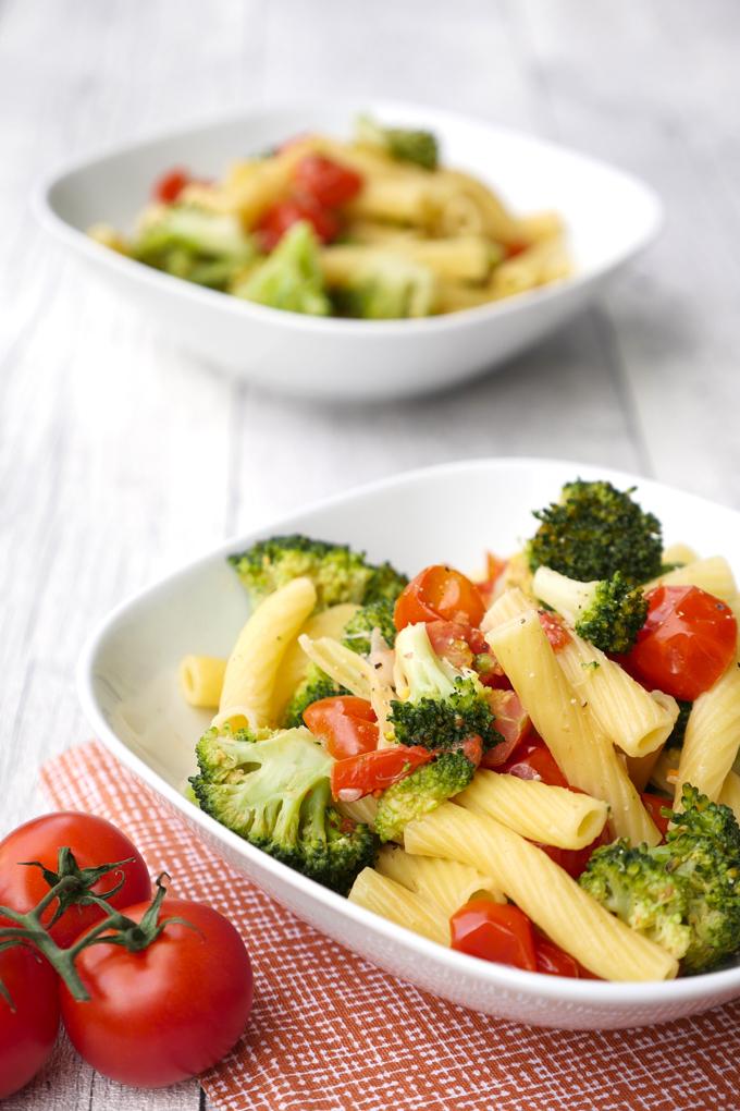 Schnelle One Pot Nudeln für Kinder mit Brokkoli und Tomaten