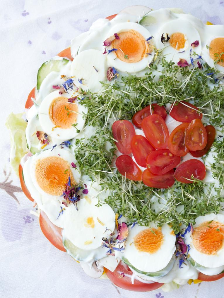 Gesunde und schnelle Low Carb Salattorte - ein schnelles und sättigendes Low Carb Rezept
