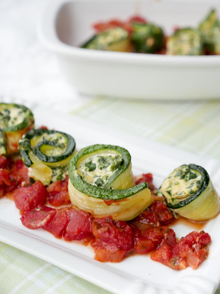 Low Carb Gerollte Zucchini gefüllt mit Ricotta und Spinat