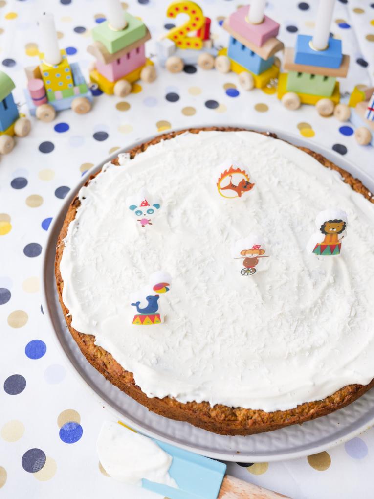 Zuckerfreier Geburtstagskuchen für Kinder mit Möhren, Äpfeln und Haselnüssen