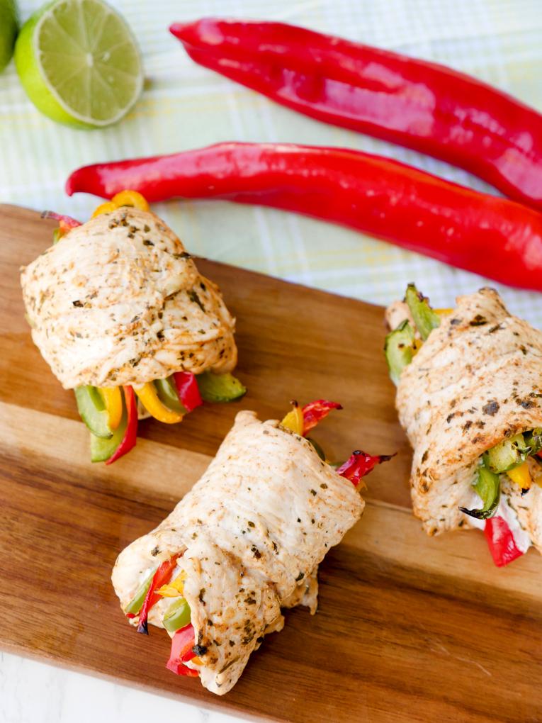 Low Carb Hähnchen Fajita Röllchen mit Paprika aus dem Ofen