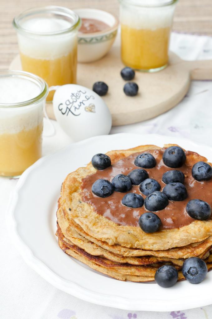 Süße & herzhafte Rezepte für das Osterfrühstück mit Low Carb Pfannkuchen und Orangensmoothie