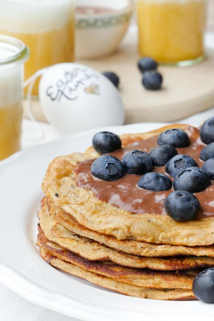 Low Carb Pfannkuchen mit Schokocreme und Heidelbeeren