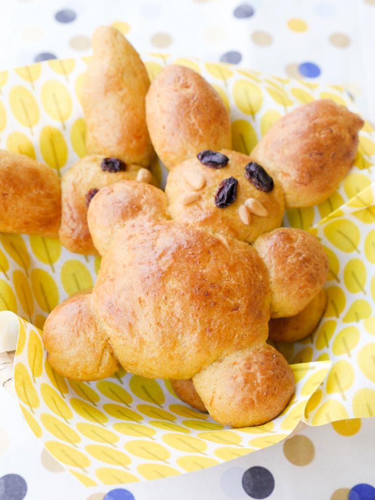 Süße Osterhasen für Kinder mit Dinkelmehl, Möhren und Apfelsaft