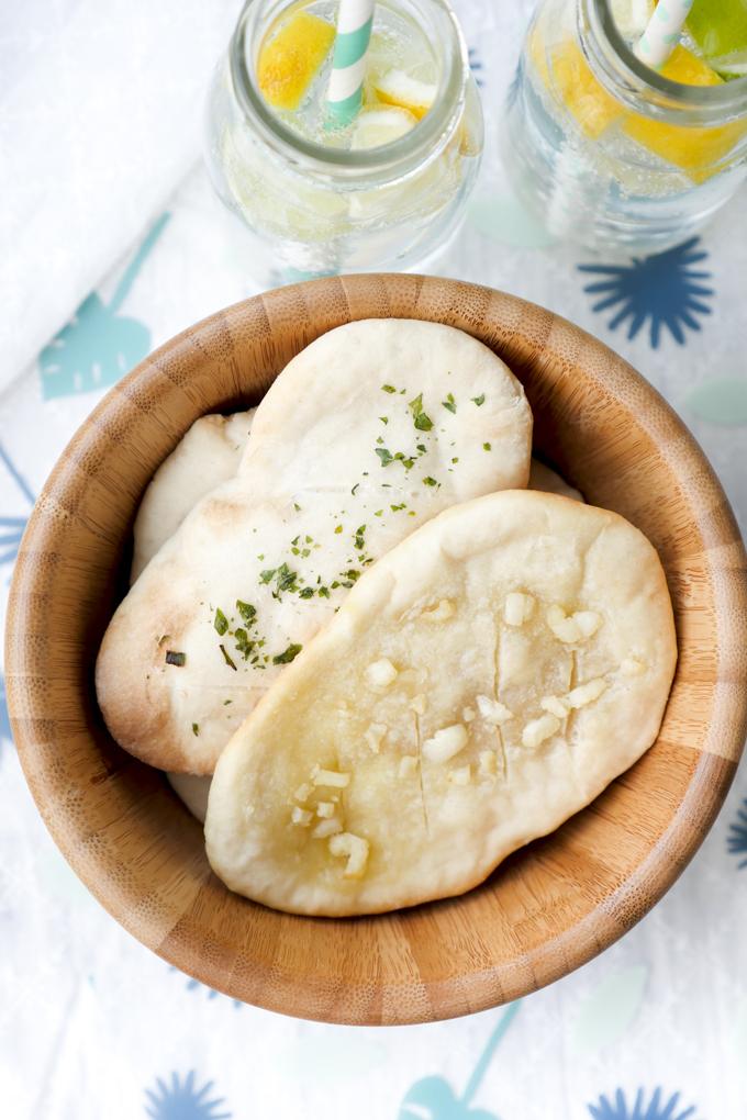 Schnelles Fladenbrot mit 3 Zutaten - Mehl, Backpulver und Joghurt