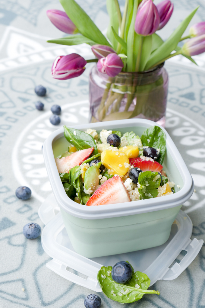 Salat mit Früchten, Quinoa und Feta - ein leckerer Salat für Kinder