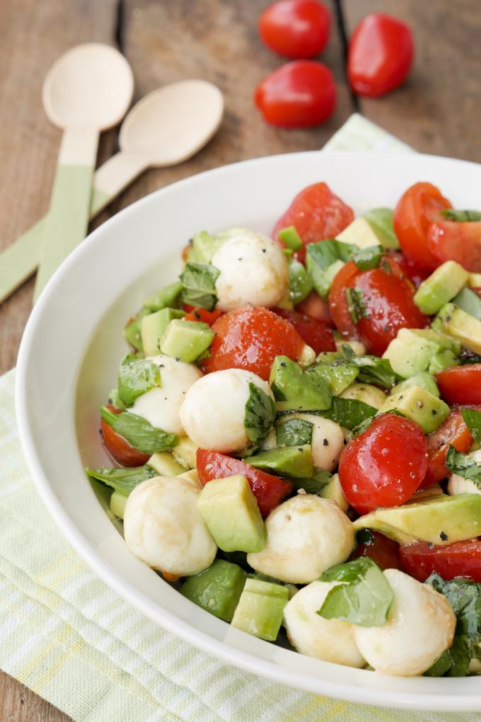 Schneller und leckerer Caprese-Salat als Grillbeilage