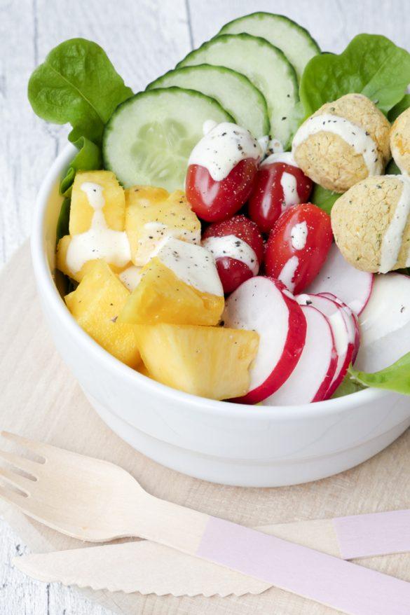 Falafel-Bowl mit Low Carb Falafel, Ananas und Senf-Dressing