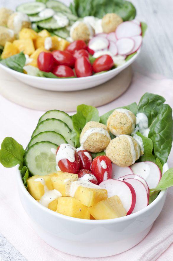 Low Carb Falafel-Bowl mit frischer Ananas