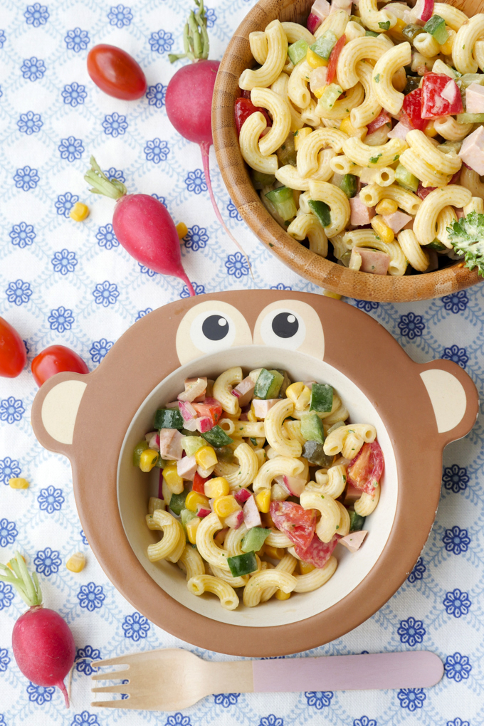 Einfacher Nudelsalat, der Kindern garantiert schmeckt!