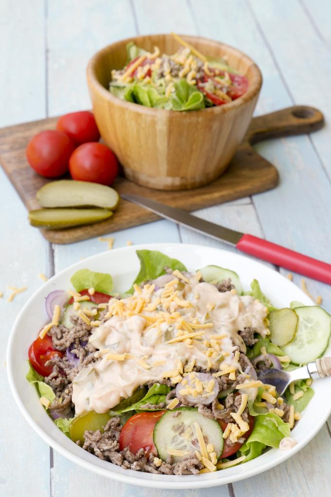 Einfacher Low Carb Cheeseburger Salat mit nur wenigen Zutaten