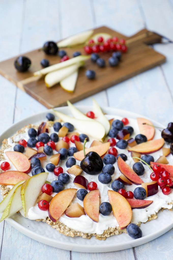 Schnelle und gesunde Frühstückspizza mit Früchten