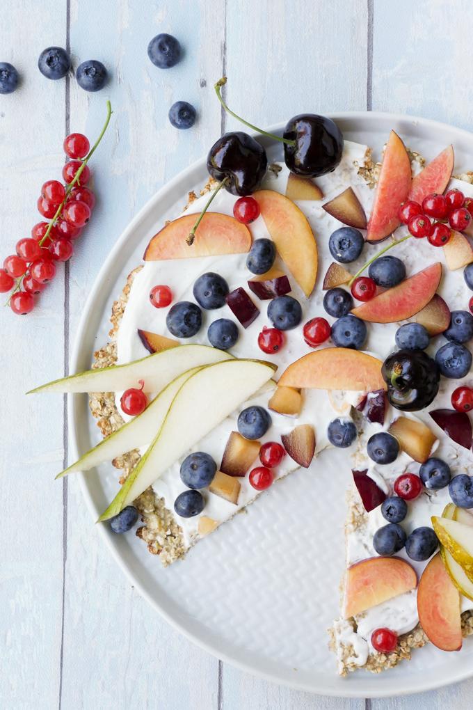 Süße Frühstückspizza aus Haferflocken und Bananen - die gesunde Pizza zum Frühstück