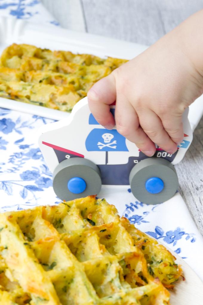 Herzhafte Waffeln für Kinder aus Zucchini, Kartoffeln und Möhren