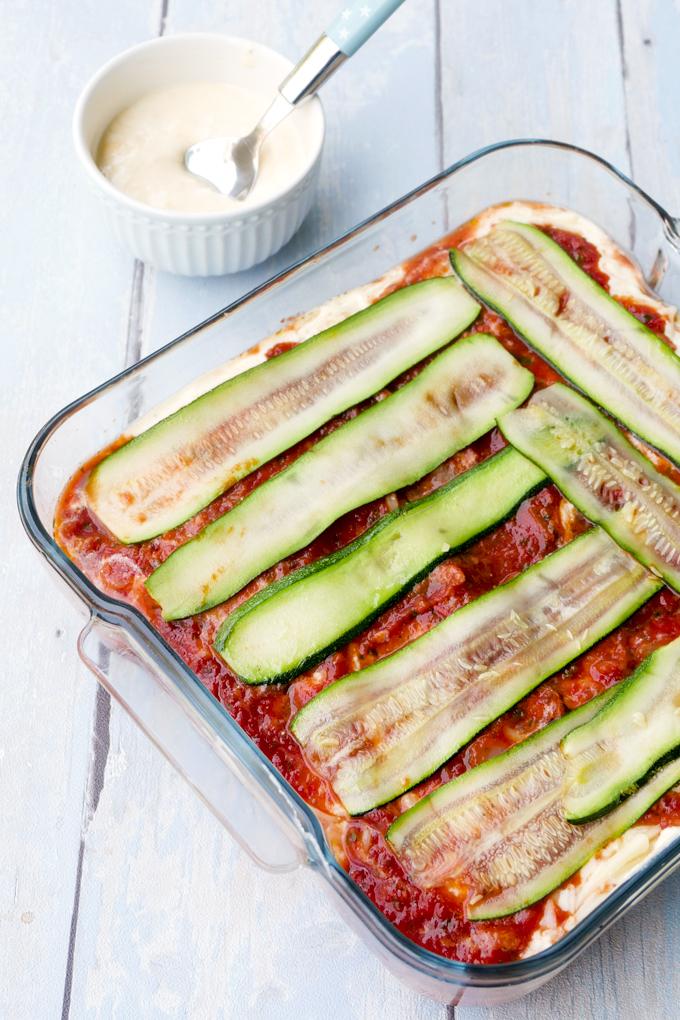 Einfache Zucchini-Lasagne mit Tomatensoße und Ricotta