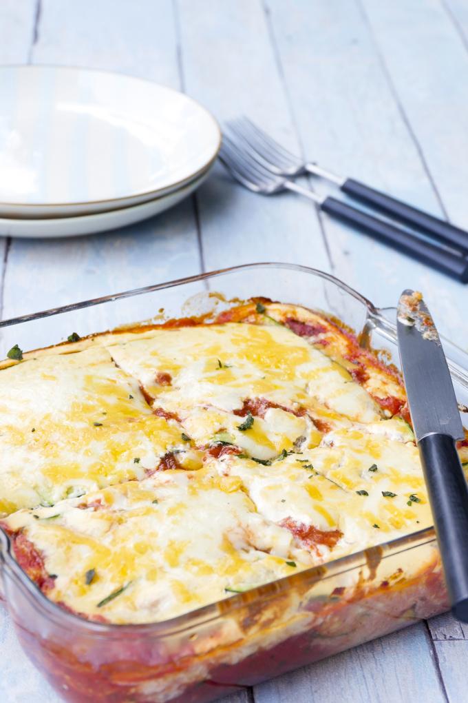 Einfache Zucchini-Lasagne mit Ricottacreme und Tomatensoße