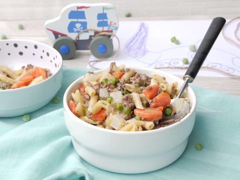 One Pot Pasta mit Hackfleisch, Kohlrabi, Erbsen und Möhren