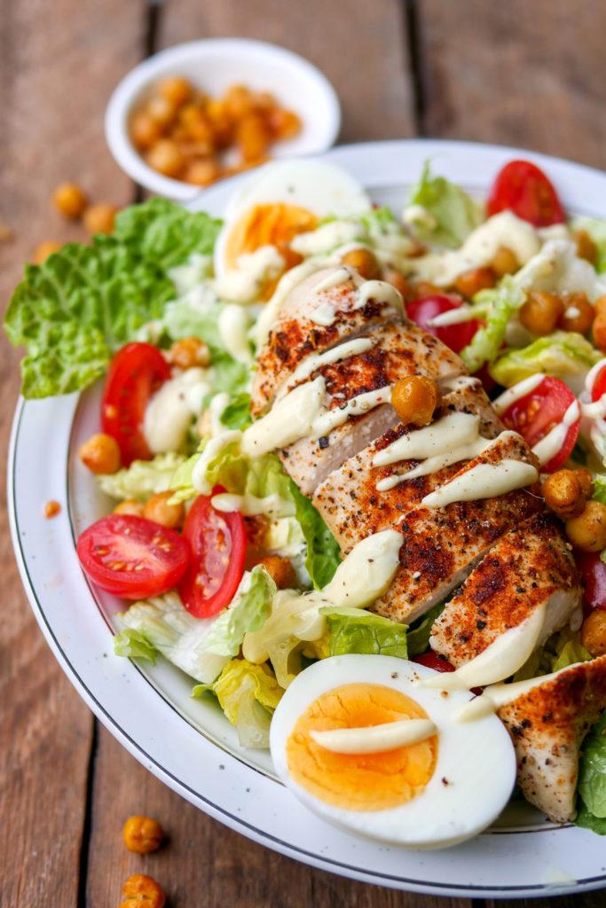 Caesar Salad - ein leichtes und gesundes Low Carb Abendessen GAUMENFREUNDIN #caesarsalad #rezept #gesund #lowcarb #kichererbsen #schnell