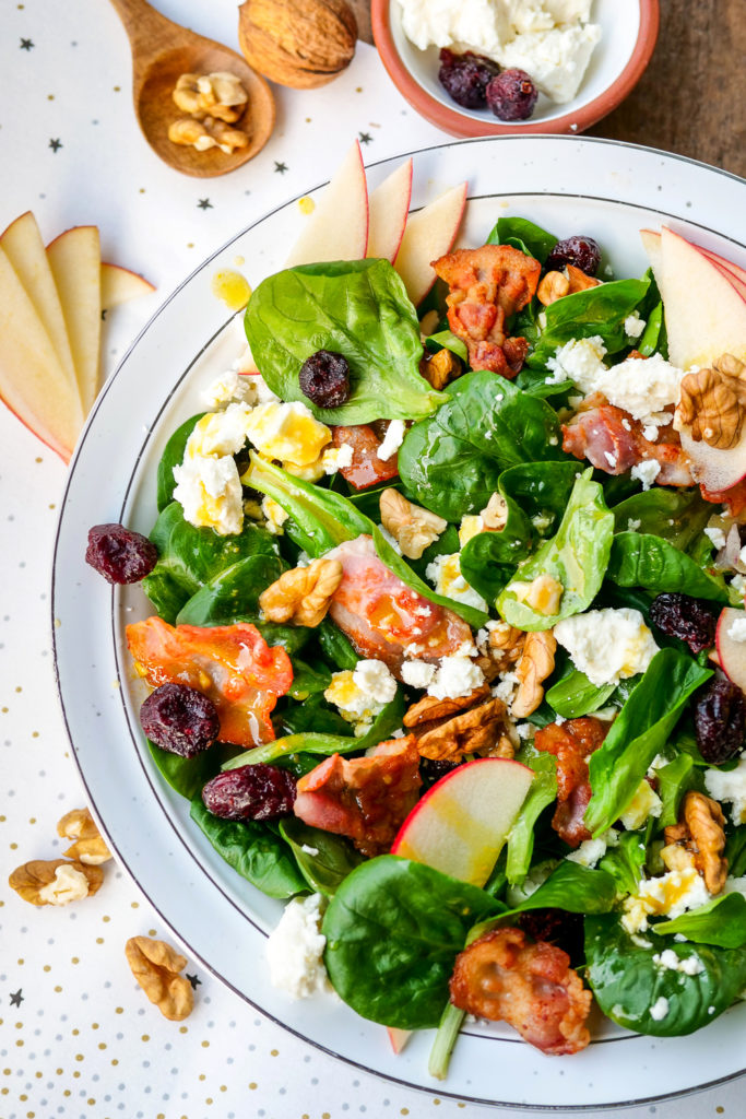 Feldsalat mit Speck, Äpfeln, Walnüssen, Cranberrys und Feta - ein neuer Lieblingssalat - Gaumenfreundin Foodblog