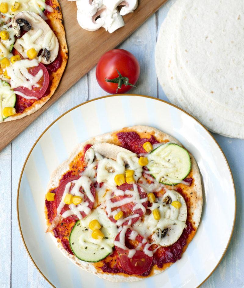 """Schnelle Tortilla-Pizza aus dem Familien-Kochbuch """"One-Pot-Gerichte für die Familie"""" von Steffi Sinzenich"""