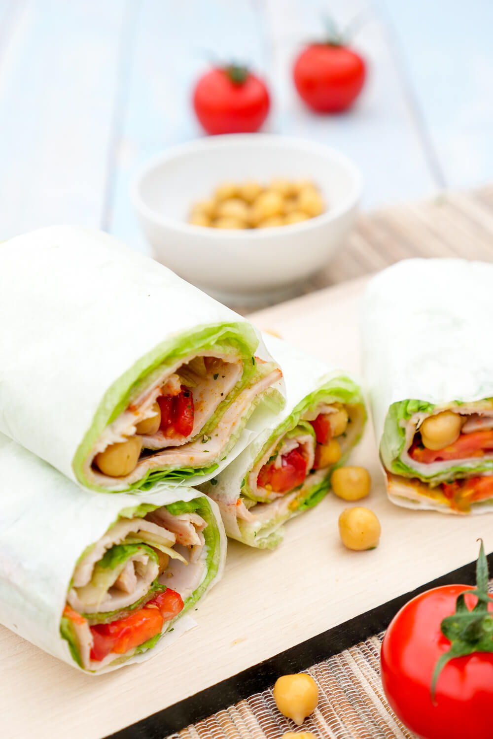 Low Carb Wraps mit Kichererbsen, Tomaten, Putenaufstrich und Curry - der gesunde Low Carb Snack