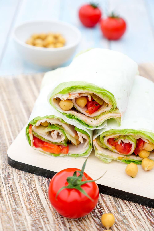 Lettuce Wrap Sandwich - Low Carb Salatwraps mit Kichererbsen, Tomaten, Hähnchen und Curry