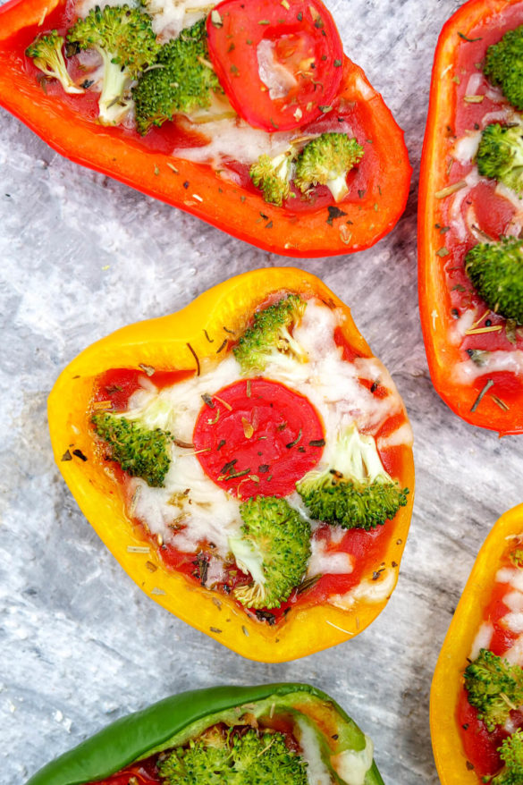 Low Carb Gefüllte Paprika mit Brokkoli und geriebenem Käse
