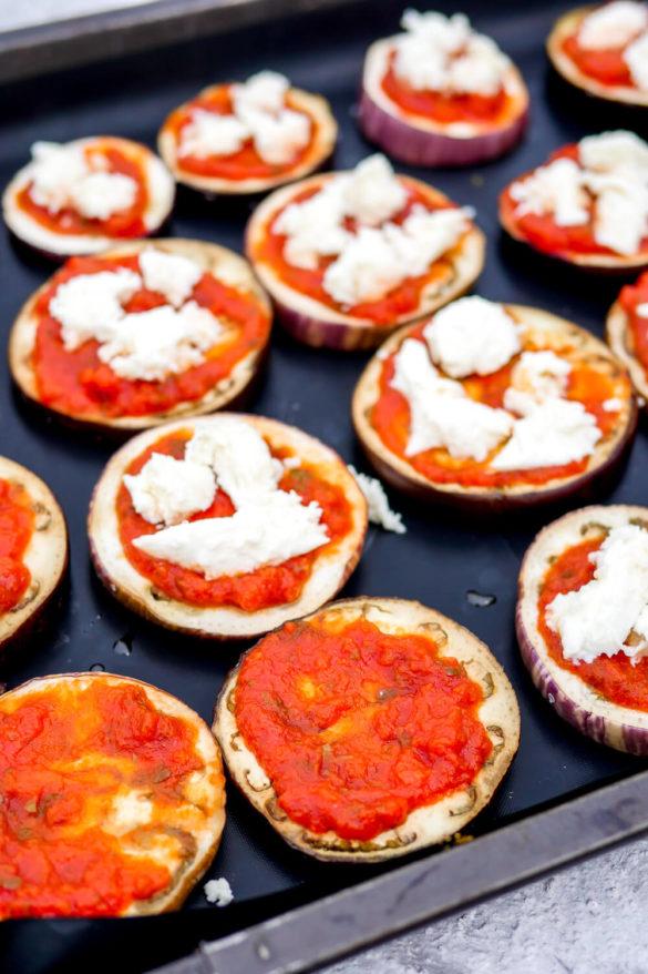 Gebackene Auberginen mit Tomatensoße und Mozzarella