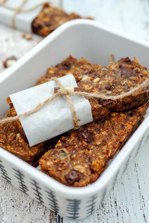 Schnelle Müsliriegel mit Schokomüsli und Apfelmark - ein leckerer Snack fürs Büro oder das Picknick