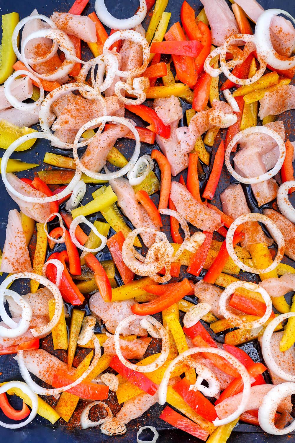 Fajitas-Rezept aus dem Backofen mit Hähnchenbrustfilet, Paprika und Zwiebeln