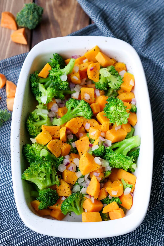 Süßkartoffelauflauf mit Brokkoli und Zwiebeln - ein schnelles und gesundes Familienrezept mit nur 4 Zutaten