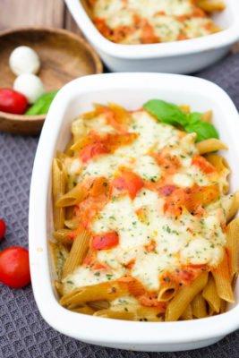 Nudelauflauf Caprese mit Tomaten, Vollkorn Penne und Mozzarella