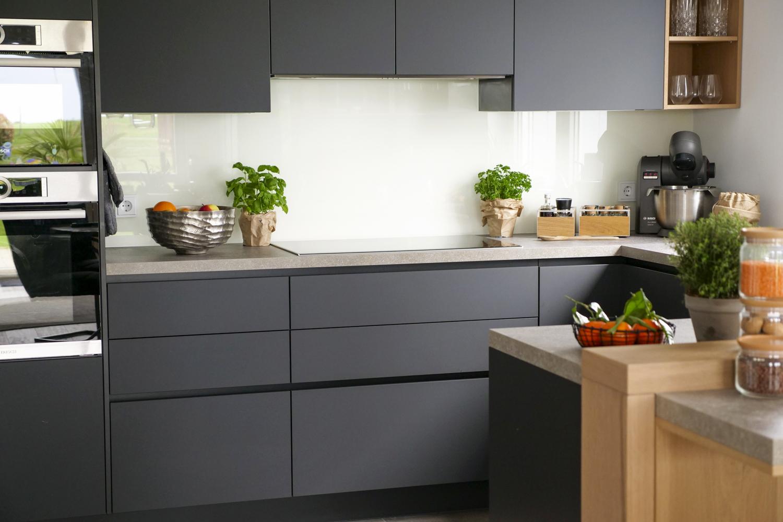 Meine neue grifflose Traumküche von Alno in anthrazit mit Holzelementen und einer Arbeitsplatte in Speckstein-Optik für meinen Foodblog