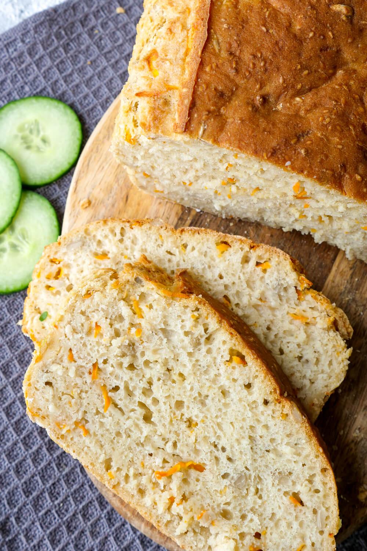 Schnelles Dinkelbrot mit Möhren - ein 10-Minuten-Brotrezept, das perfekt für Backanfänger geeignet ist