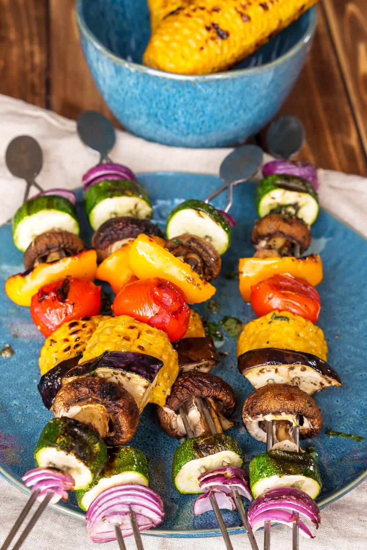 Bunte Gemüsespieße für Grill, Pfanne oder Backofen