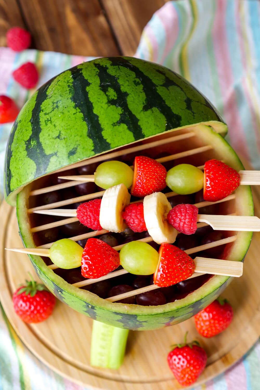 DIY für gesunden Wassermelonen-Grill - schön für das Geburtstagsbuffet auf dem Kindergeburtstag